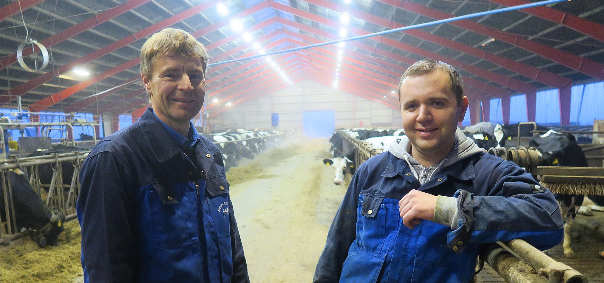 Landmand Finn Læbel ved Gram er så glad for sin ukrainske fodermester Alex, at de netop har forlænget kontrakten